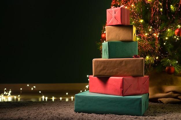 Vista frontale del concetto di regalo di natale Foto Gratuite