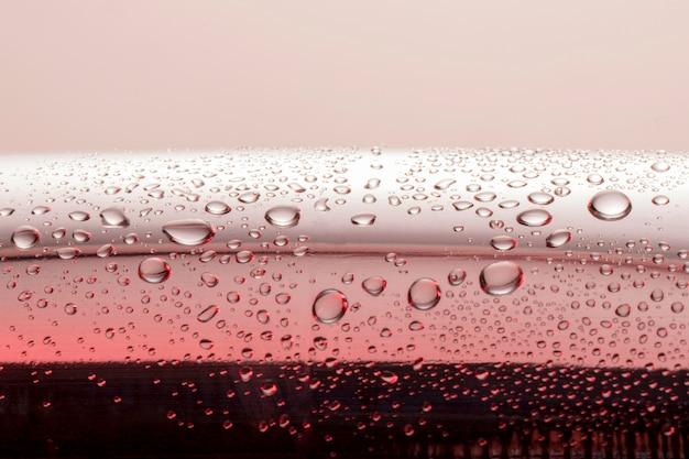 Vista frontale dell'acqua chiara scende sulla superficie Foto Gratuite