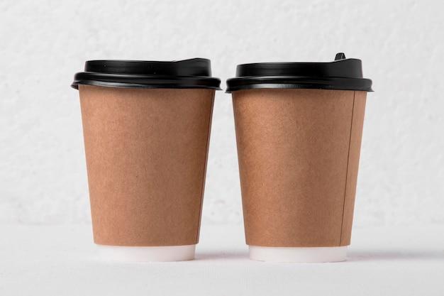 Bicchieri di carta da caffè vista frontale Foto Gratuite