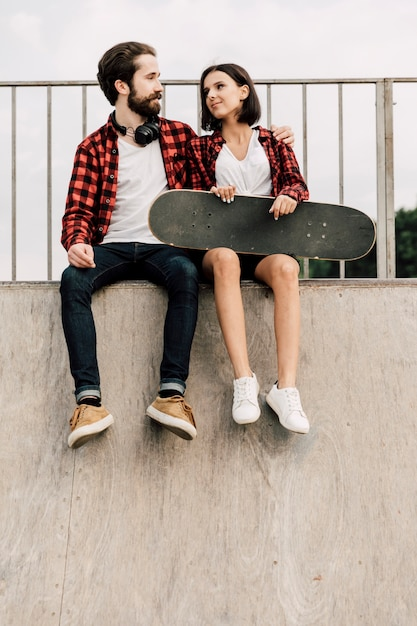 Front view of couple sitting on a ramp Free Photo