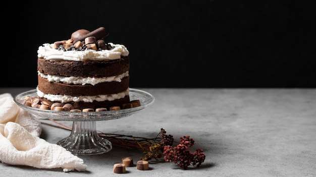 Vista frontale del delizioso concetto di torta Foto Gratuite