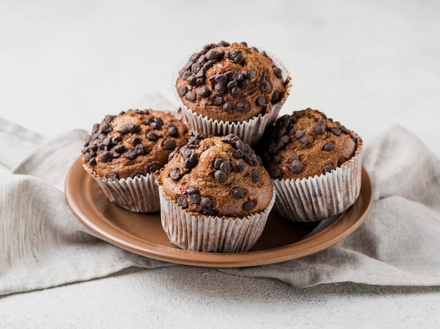 Front view delicious chocolate chips muffins on plate Free Photo