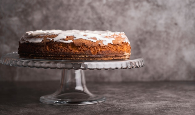 Front view delicious glazed cake on the table Free Photo