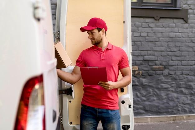 Вид спереди доставщик с буфером обмена Бесплатные Фотографии