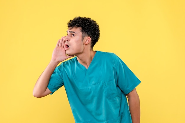 Vista frontale un medico il medico chiama il paziente per un intervento chirurgico Foto Gratuite