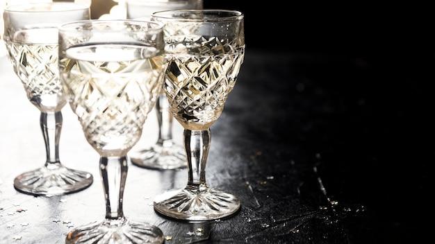 Пустые праздничные бокалы, вид спереди Бесплатные Фотографии