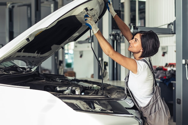 Front view female mechanic fixing car Free Photo