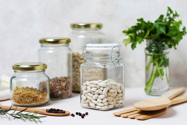 Расположение продуктов питания и приправ, вид спереди Бесплатные Фотографии