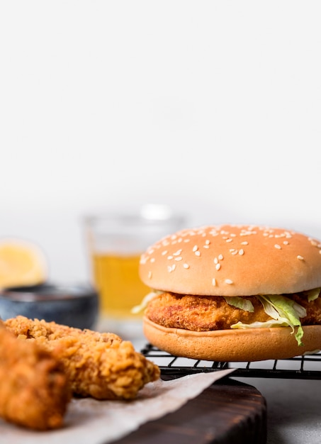 Front view fried chicken pieces and burger Free Photo