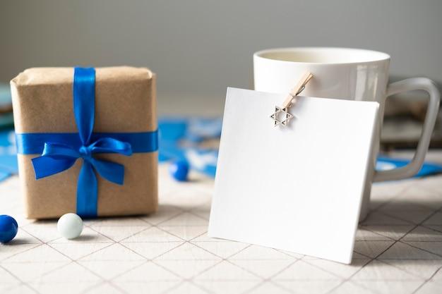 Подарок вид спереди счастливой хануки Бесплатные Фотографии