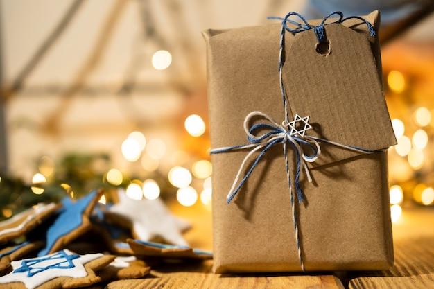 Подарок вид спереди с этикеткой счастливой хануки Бесплатные Фотографии