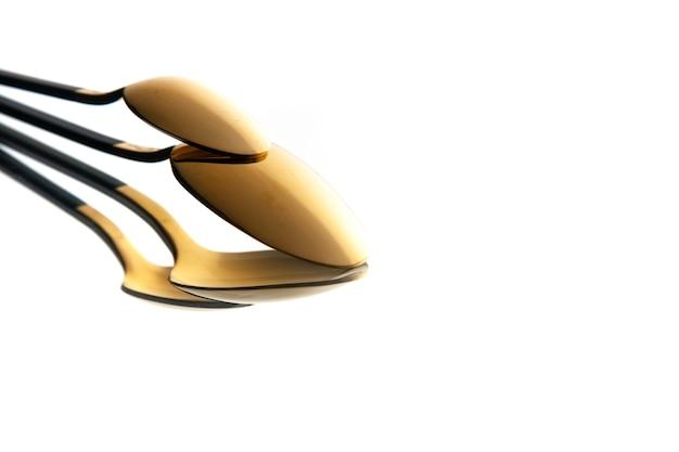 Vista frontale cucchiaio d'oro su sfondo bianco Foto Gratuite