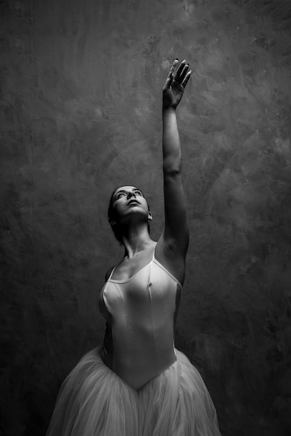 Front view grayscale ballet posture Free Photo