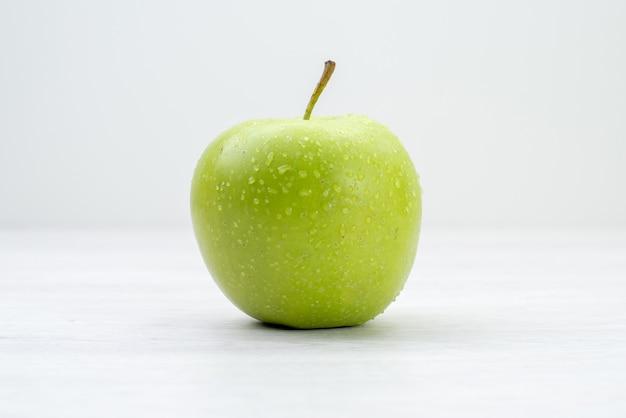 正面図白い表面の青リンゴの新鮮な果物果樹夏のビタミン 無料写真