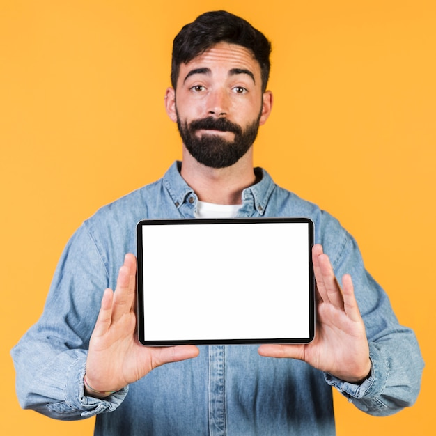 Front view guy holding a tablet Free Photo