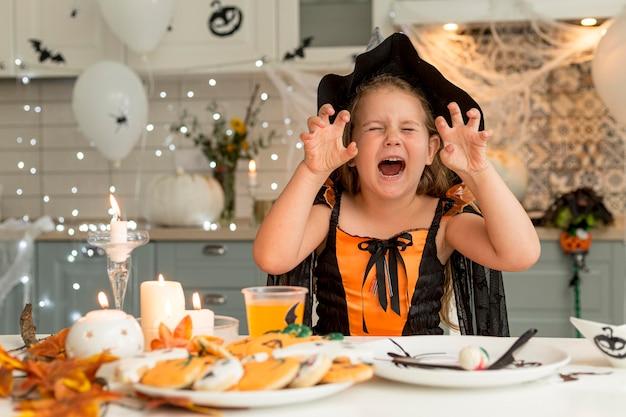 Vista frontale del concetto di halloween Foto Gratuite