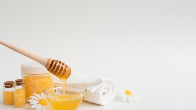 Front view of honey and other spa essentials Free Photo
