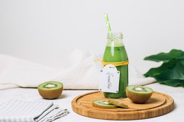 Front view kiwi smoothie with green straw Free Photo