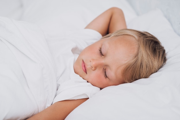 Front view little child sleeping Free Photo
