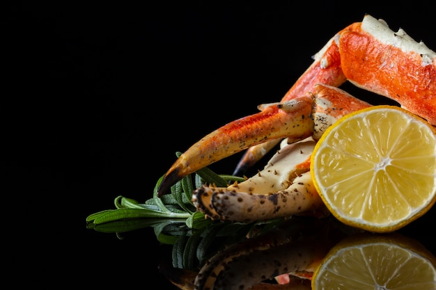 Front view lobster and lemon on table Free Photo