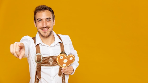 Front view of man holding gingerbread Free Photo