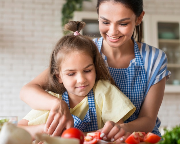 Front view mother and daughter cooking Premium Photo