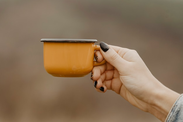 Front view mug with hot tea for breaks Free Photo