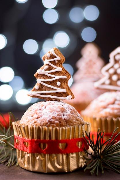 Рождественские кексы с начинкой из пряничной елки, вид спереди Бесплатные Фотографии