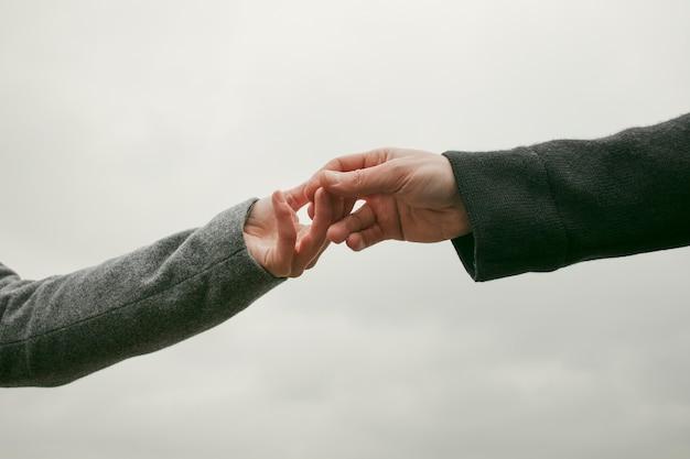Вид спереди концепции пара рук Бесплатные Фотографии