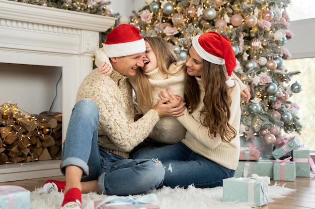 Вид спереди семьи, проводящей время вместе Бесплатные Фотографии