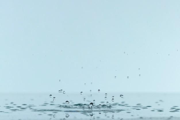 Вид спереди жидких брызг из капли Бесплатные Фотографии