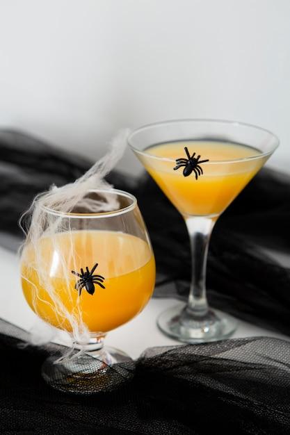 オレンジジュースのハロウィーンの概念の正面図 無料写真