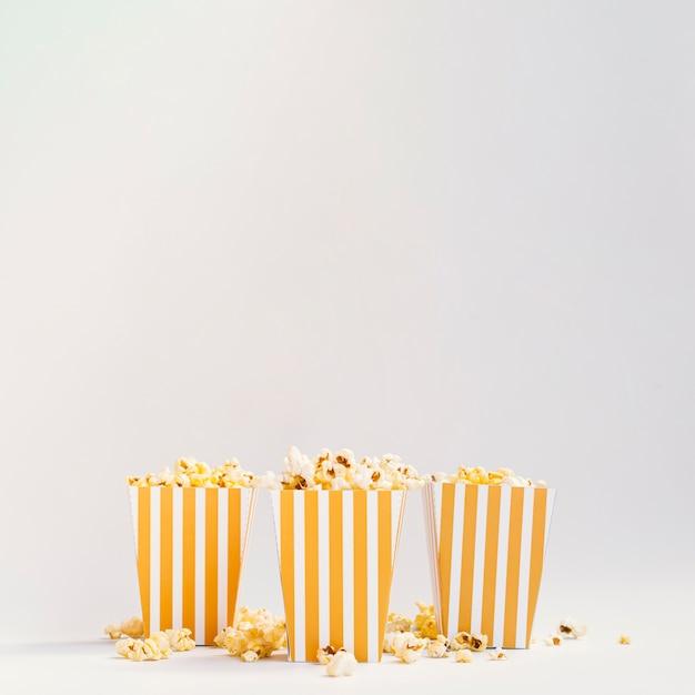 Вид спереди коробок попкорна с копией пространства Бесплатные Фотографии