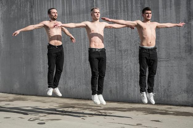 Вид спереди без рубашки танцоров хип-хопа Бесплатные Фотографии