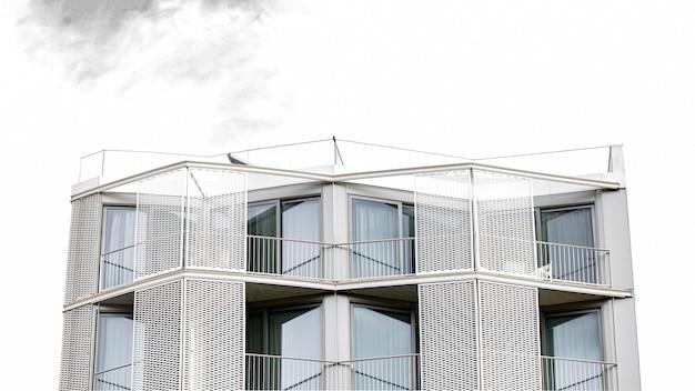 도시의 간단한 콘크리트 구조의 전면보기 무료 사진