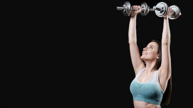 Вид спереди спортивной женщины с копией пространства Бесплатные Фотографии