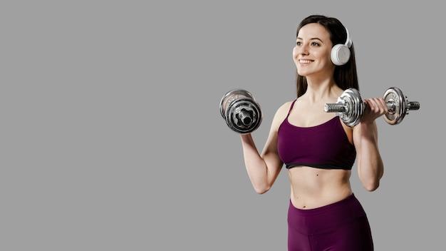 Вид спереди спортивной женщины с копией пространства Premium Фотографии