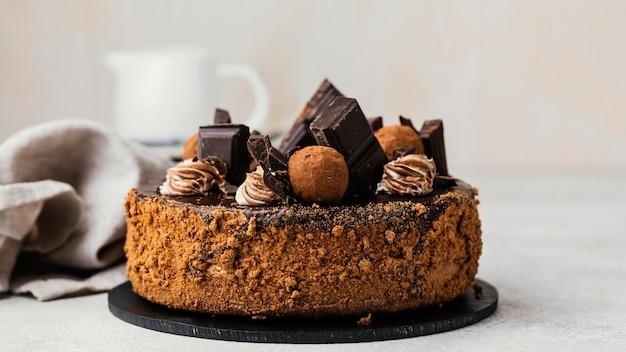 甘いチョコレートケーキの正面図 無料写真