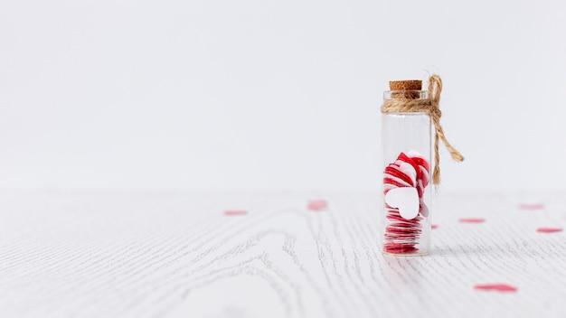 Вид спереди трубки с сердечками на день святого валентина Бесплатные Фотографии