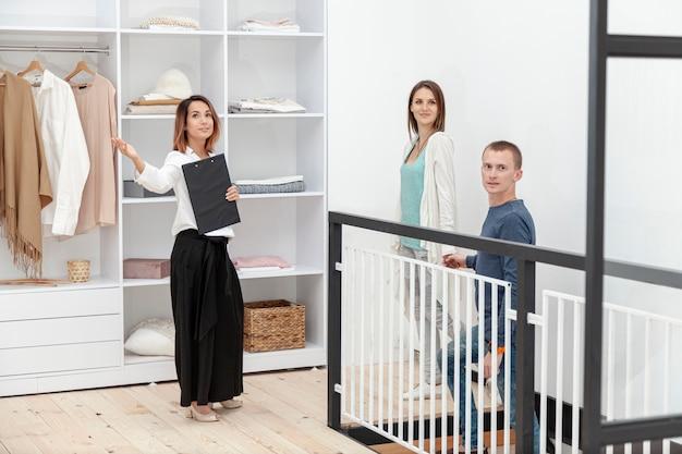 Агент по продаже недвижимости, вид спереди Бесплатные Фотографии