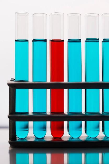 Ассортимент элементов науки вид спереди в лаборатории Бесплатные Фотографии