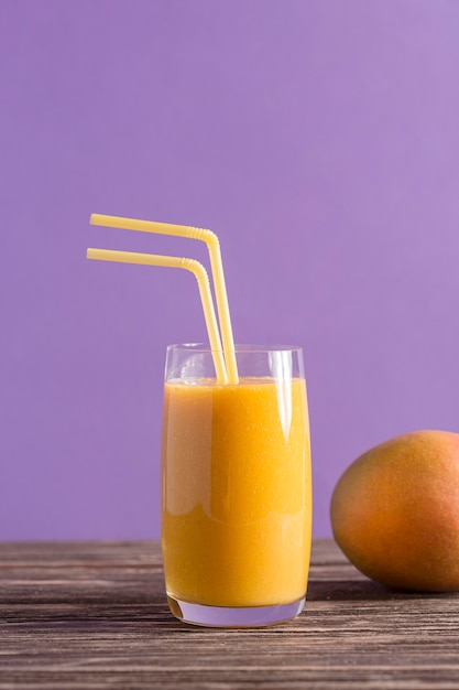 Front view smoothie and mango Premium Photo