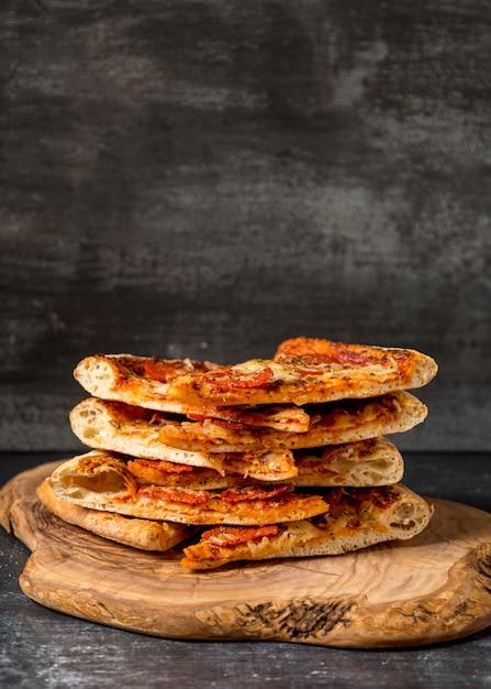 Pila di pizze di vista frontale Foto Gratuite