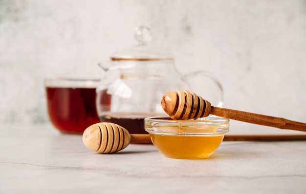 Front view tea and honey on white background Free Photo