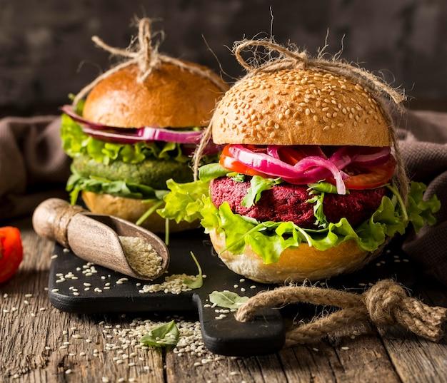 まな板の正面図ベジタリアンハンバーガー 無料写真