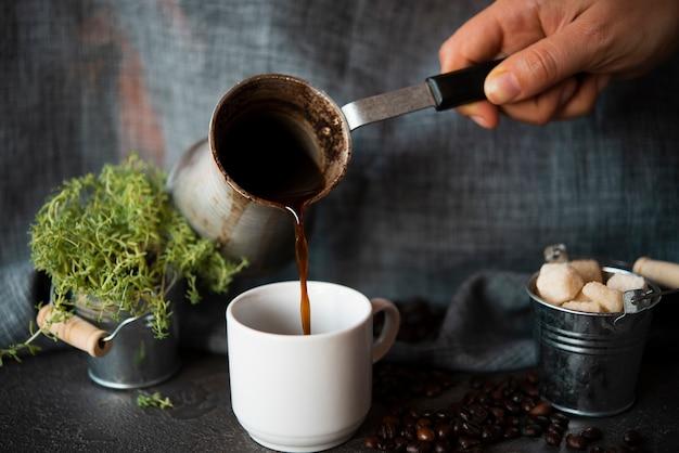 Старинный кофейный чайник спереди Бесплатные Фотографии
