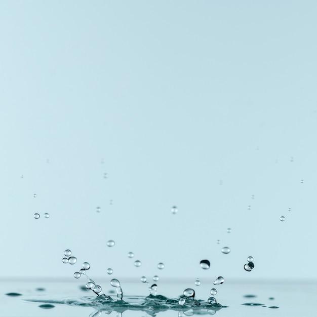 Vista frontale della goccia d'acqua con copia spazio Foto Gratuite