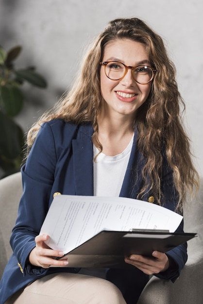 Front view of woman from human resources holding papers Premium Photo