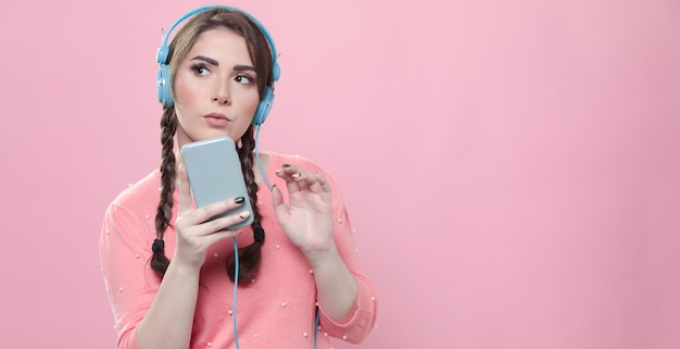 Front view of woman holding phone and listening to music Free Photo