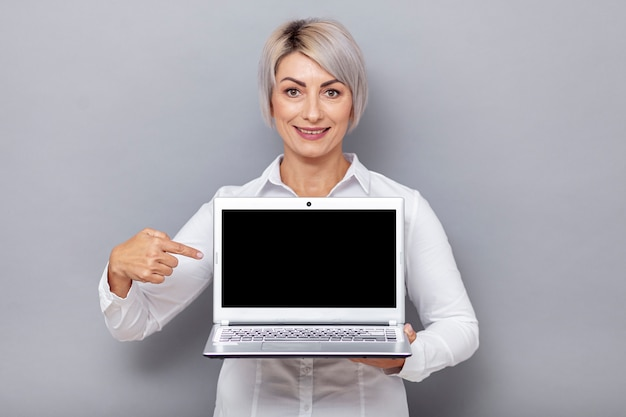 Front view woman pointing at laptop Free Photo